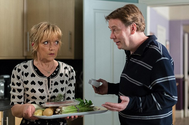 Jean wows Ian with her audition to be the sous chef at his new restaurant with her speciality - raw asparagus, uncooked potatoes and bacon