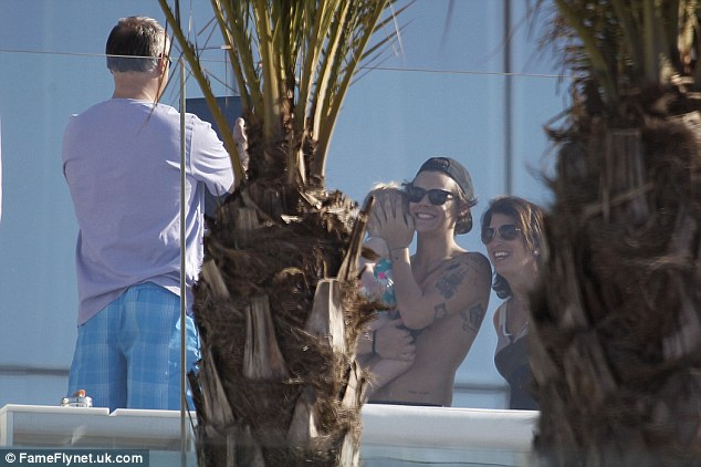 Say cheese! Harry and Lux were seen posing for a photo with some fans, with the singer protectively concealing the little girl's face from view