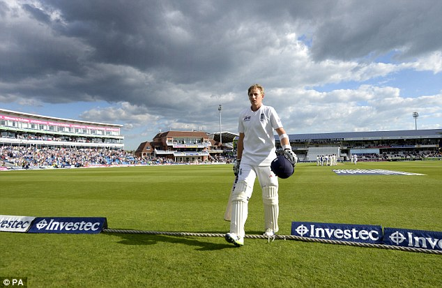 Appreciation: Joe Root walks off to a standing ovation after his first Test century