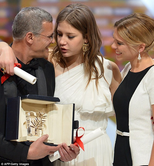 Winners: French-Tunisian director Abdellatif Kechiche poses on stage with French actresses Adele Exarchopoulos (C) and Lea Seydoux