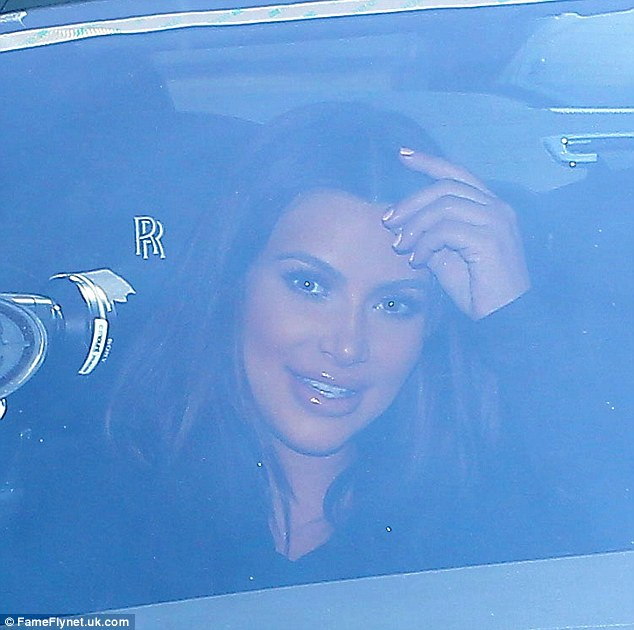Nothing to see here, folks: The 32-year-old reality star, clad in a black long-sleeve top, peered through the windows of her car