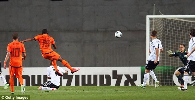 Belter: Georginio Wijnaldum scores Holland's second