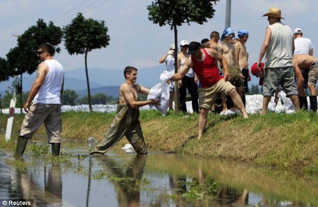Volunteers stack sandbags near Tahitotfalu, 19 miles north of Budapest
