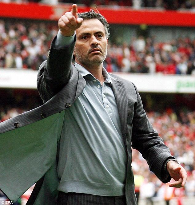 Mourinho salutes Chelsea fans