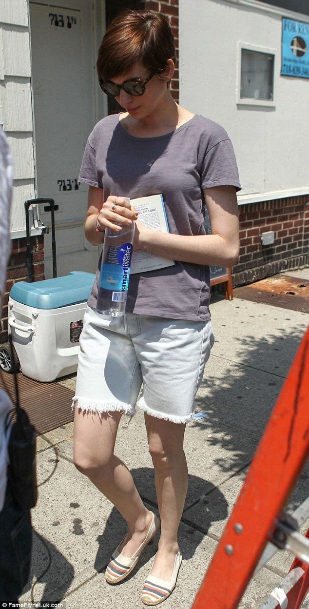 Casual look: The Oscar winner clutched a book and some water