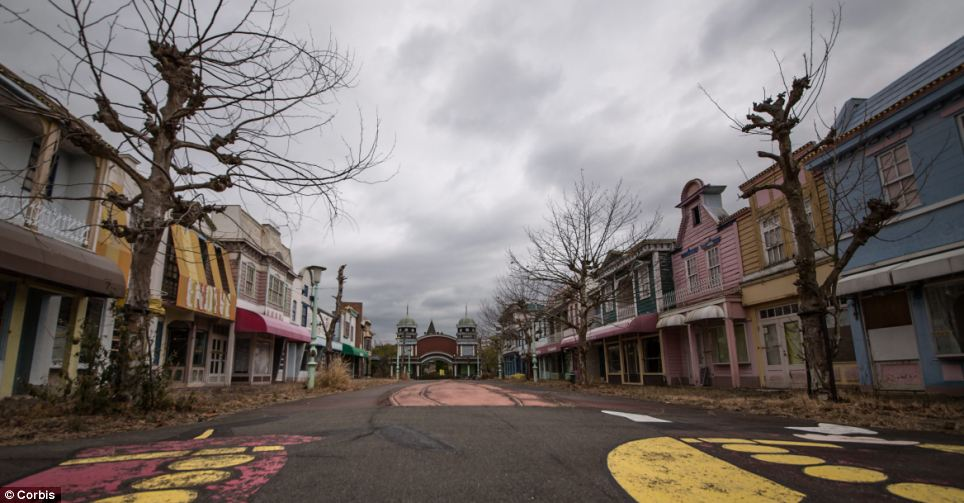 The once jolly mock-up American town in Nara Dreamland now looks cold and uninviting