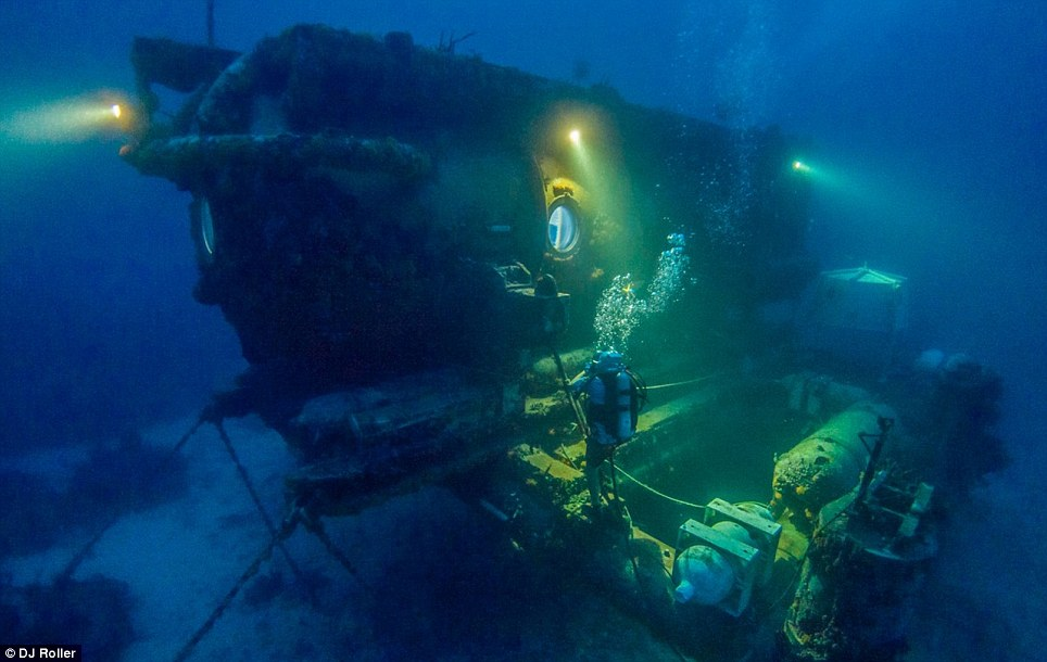 The team will lead physiological and psychological experiments to determine how long humans can live without the sun and in the high-pressure environment of the deep waters