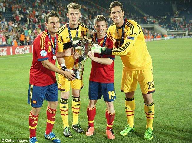 Koke, David De Gea, Iker Muniain and Joel of Spain celebrate with the Euro 2013 trophy