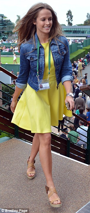 Kim Sears arrives at Wimbledon today ahead of Andy Murray's match against Lu Yen-hsun