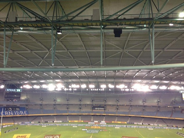 The stage is set: The roof is closed over Melbourne's Etihad Stadium
