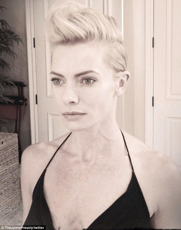 She's a hawk star! Jaime Pressly debuted an even shorter hairdo on Wednesday via Twitter and formed it into a faux-hawk