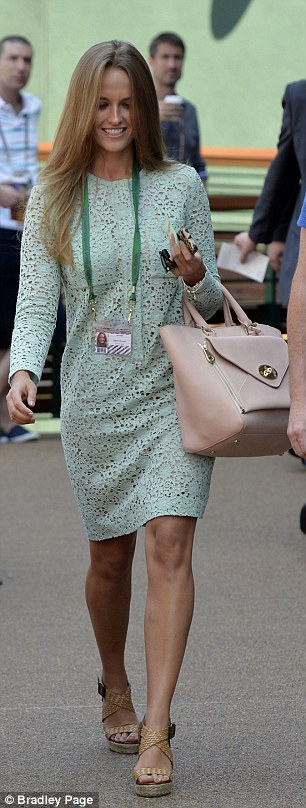 Kim Sears walking to Centre Court at Wimbledon today ahead of Andy Murray's final match