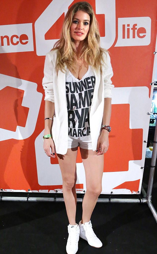 Quick change: Doutzen wore two outfits at the event, including this T-shirt and shorts ensemble