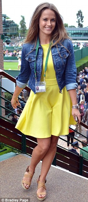 In canary yellow Ted Baker for second round