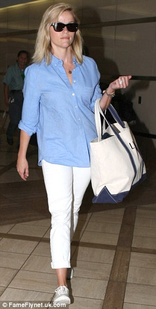 Hello sailor: it was the blue and white bag that really made Reese's ensemble look nautical