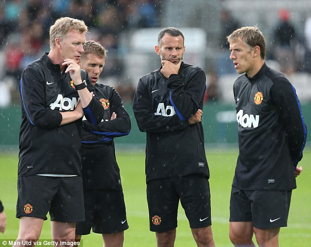 Moyes and his coaching staff chat in training