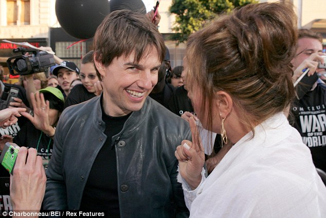 Tom Cruise with old friend Remini at the War of the Worlds premiere in Los Angeles in 2005