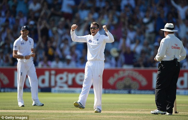 Tormentor in chief: Graeme Swann celebrates the wicket of Ryan Harris, one of his five victims on Friday