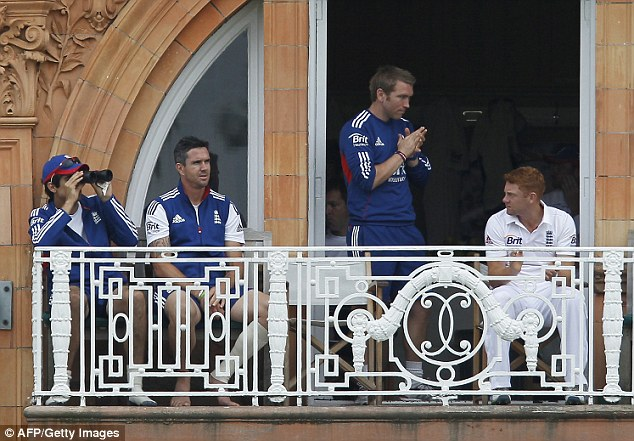 Injury concern: Pietersen (second left) may not field in Australia's second innings