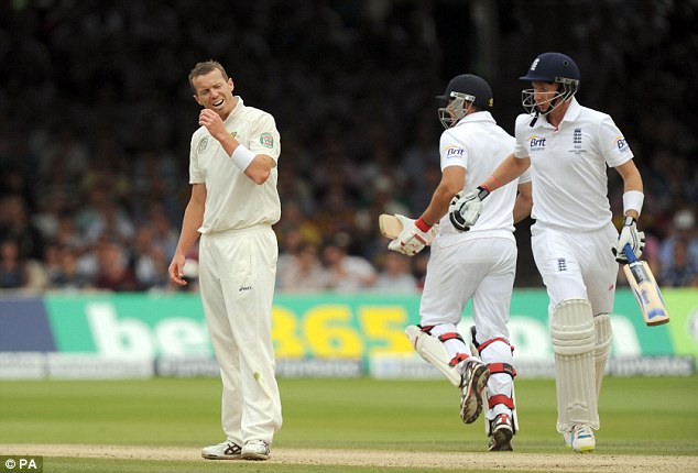For Pete's sake: England jog another run as Siddle looks on