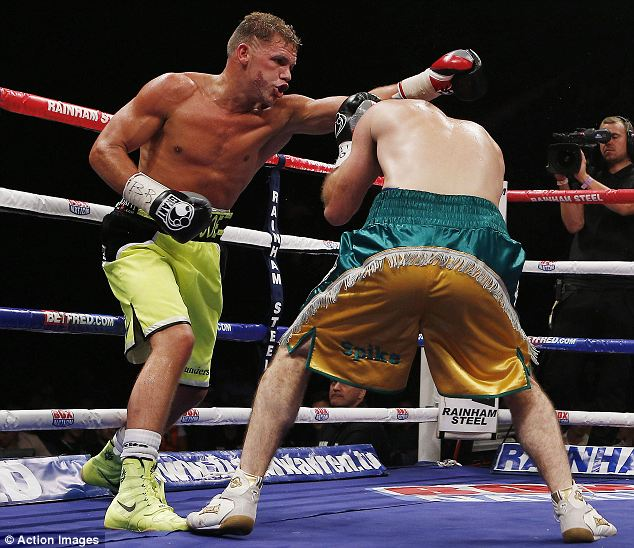 Gary O'Sullivan (L) in action with Billy Joe Saunders