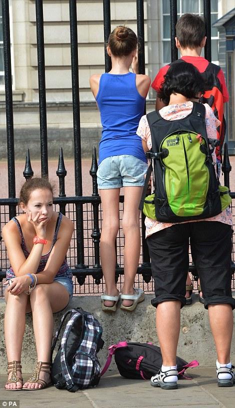 Members of the public outside Buckingham Palace