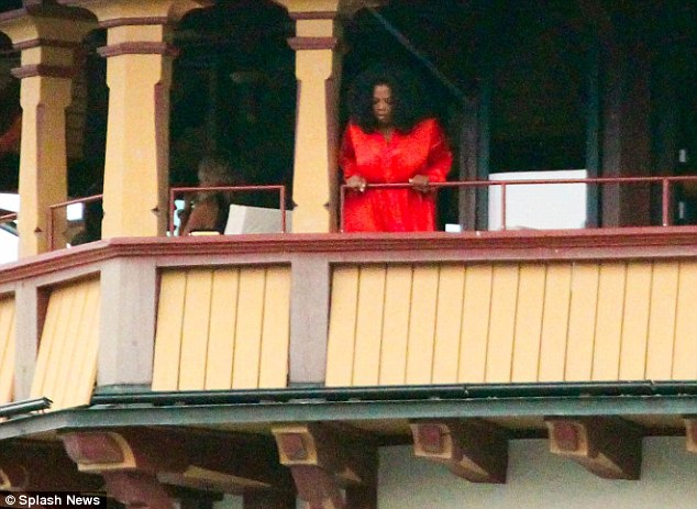 Au naturel: Later Oprah appeared on her balcony with her hair in a natural curly style