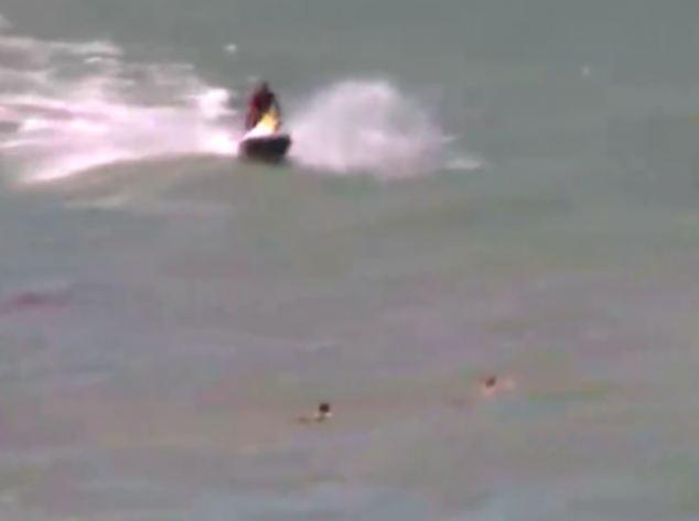 Mission: The lifeguards desperately swim to Burni and her cousin Daniele Gobbi