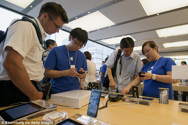 apple store customer satisfaction begins to plummet as company ditches legendary focus on. Black Bedroom Furniture Sets. Home Design Ideas