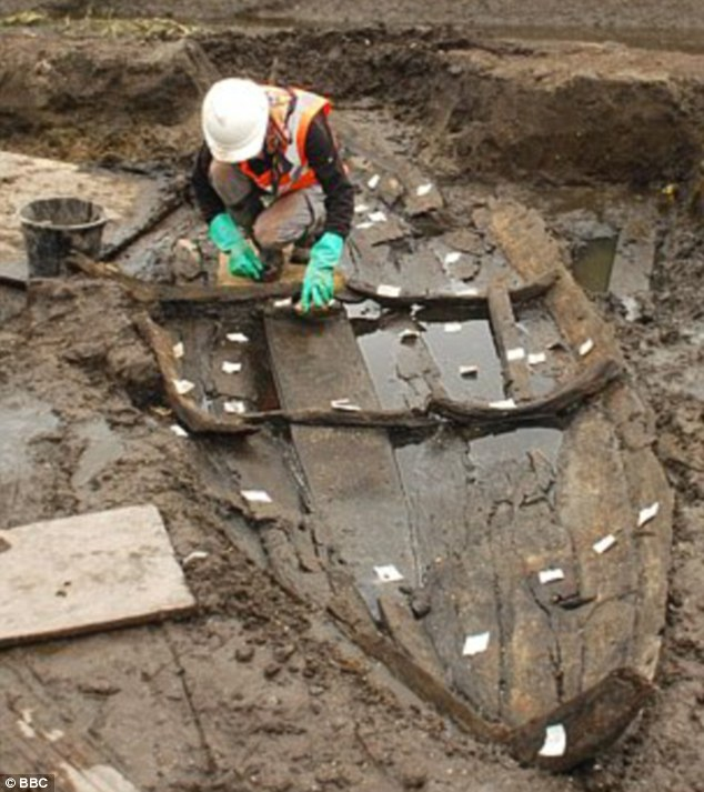 A six-metre oak timber boat has been discovered along the River Chet near Loddon by archaeologists