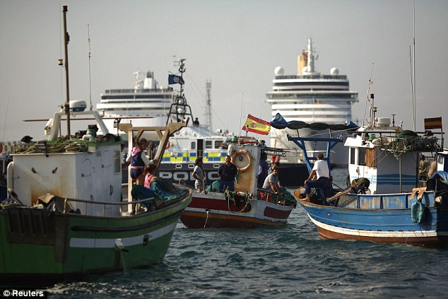Protest: Spanish fishermen staged a protest yesterday at the site of an artificial reef built in Algeciras Bay, which they say ruins traditional fishing grounds