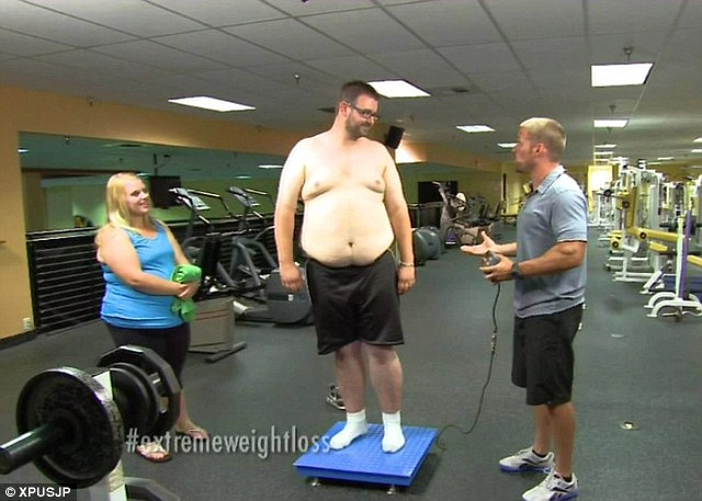 Husband Jason wasn't left out of the weigh ins with Chris, and was soon dropping the pounds as fast as his wife