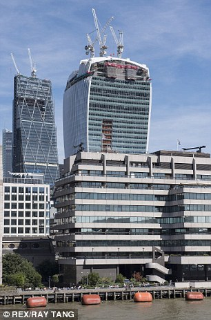 Sun rays and heat reflected from the Walkie Talkie building