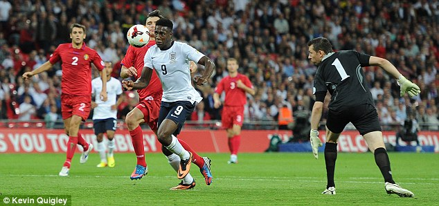 Eyes on the prize: Welbeck rounds the goalkeeper and scores to make it 3-0