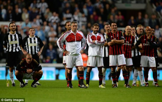 Lottery: Both squads watch the penalty shootout unfold