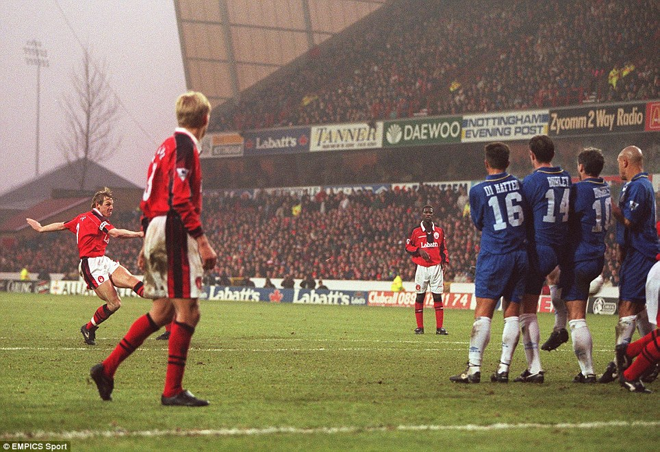 Stuart Pearce, Nottingham Forest scores the opening goal from a free kick