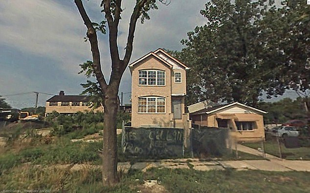 Chicago, U.S.A: This once lovely home in Auburn Gresham, has slowly faded into desrepair