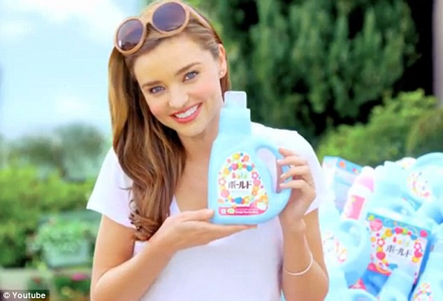 Miranda looks like a stunning ideal American housewife in the advert for girly pink laundry detergent