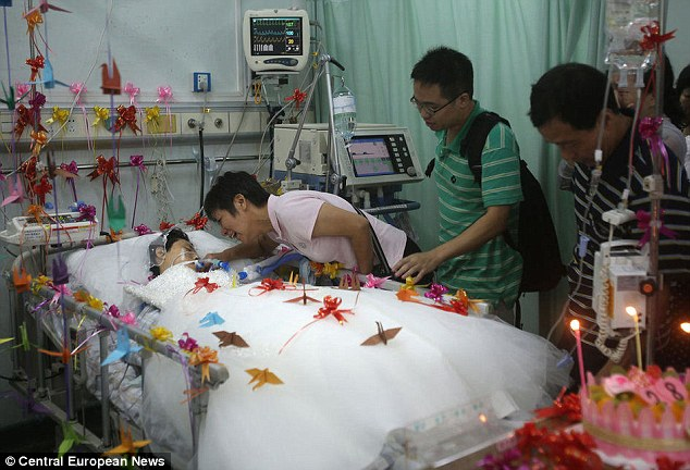 Emotional: Lu Lai (in the green t-shirt) finally married his fiance shortly before her life-support was switched off