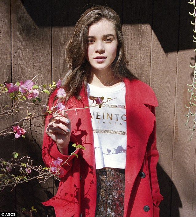 The November issue of ASOS Magazine features Hailee Steinfeld posing in Autumn's trends looking fresh faced in minimal make-up