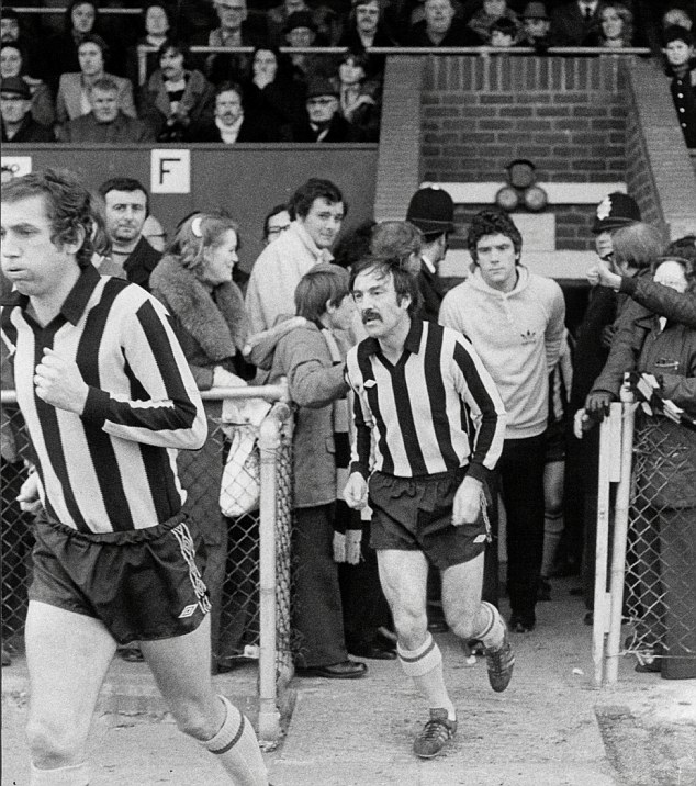 Jimmy Greaves turns out for Barnet
