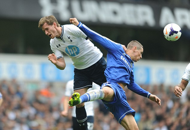 Heads up: Vertonghen and Torres continue their battle in mid-air