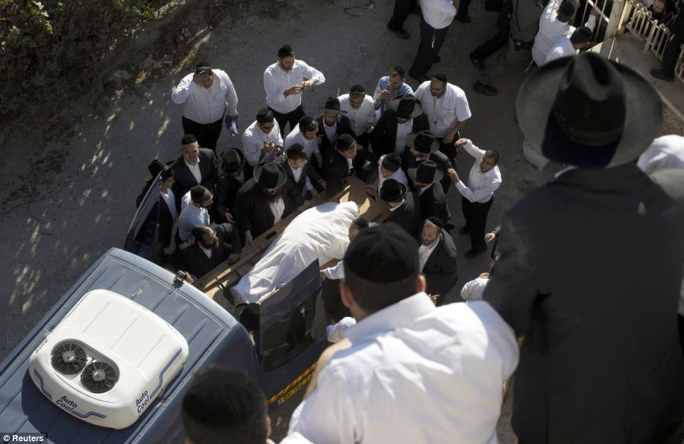 The 1km-long procession started in the district of Geula and ended at Sanhedriya cemetery