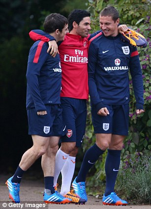 Leighton Baines, Mikel Arteta of Arsenal and Phil Jagielka