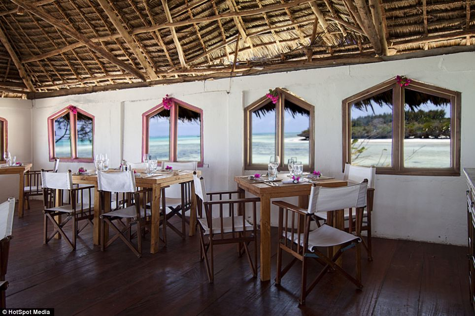 Visitors are offered stunning views out into the Indian Ocean while they dine