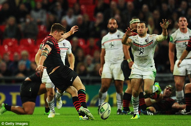 Last-gasp effort: Saracens' Farrell attempt to win the match with a drop goal failed
