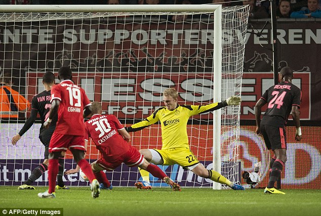 Luc Castaignos scores against Ajax to keep Twente top of the table