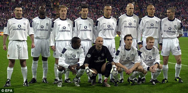 Serial photobomber Karl Power (left) stands with the Manchester United team before a Champions League tie against Bayern Munich in 2001. Imagine what Roy Keane (right) would have done had he caught him!