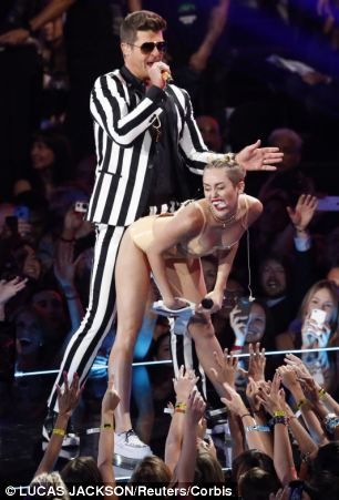 25 Aug 2013, New York City, New York State, USA --- Miley Cyrus and Robin Thicke perform Blurred Lines during the 2013 MTV Video Music Awards in New York August 25, 2013