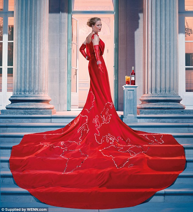 Now that's a gown for the world! Uma is pictured wearing a breathtakingly beautiful red dress which features the world map